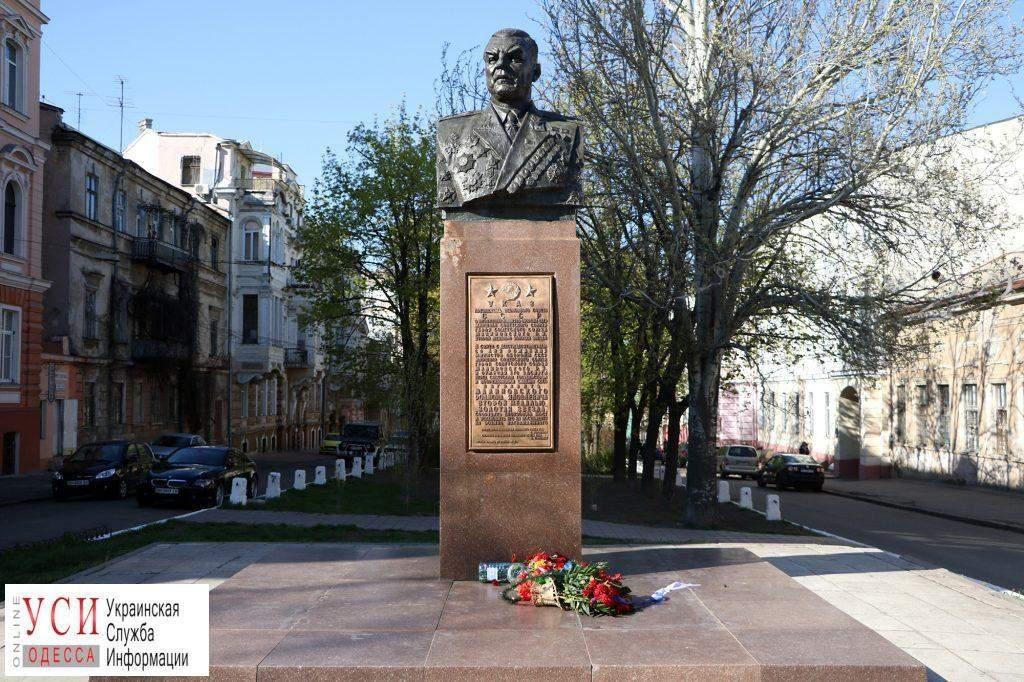 В Одессе восстановили памятник советскому маршалу Малиновскому (фото)