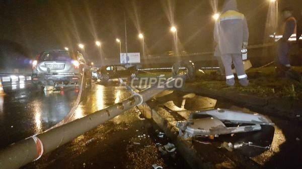 В Киеве в ДТП попало сразу три авто, есть пострадавшие (Фото)