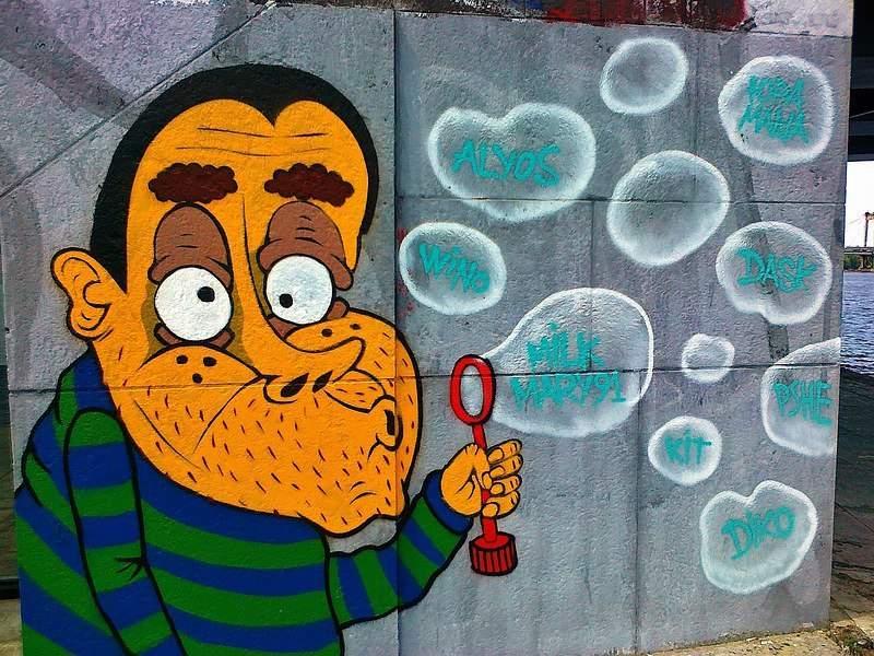 В столице принялись закрашивать полюбившиеся местным жителям граффити (Фото)