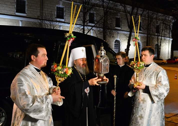 Благодатный огонь с Земли обетованной привезут в киевский Борисполь к «всенощной»