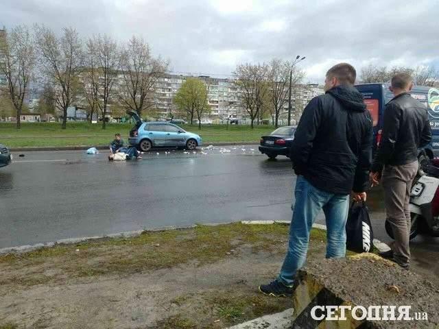 В Киеве водитель на иномарке совершил наезд на пешехода (фото)