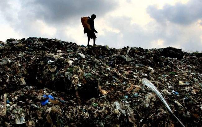 На Шри-Ланке груда отходов обрушилась на жилые дома: есть жертвы