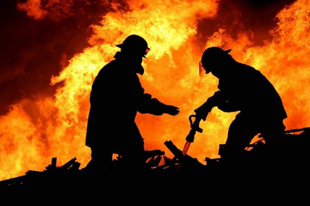 В Сочи хлебзавод охвачен огнем