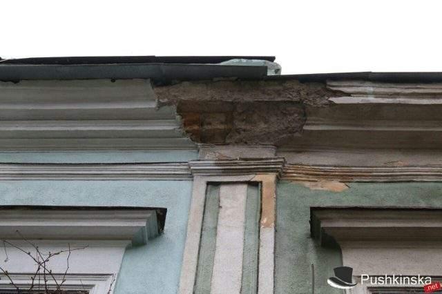 В Одессе снова рухнула часть стены (Фото)