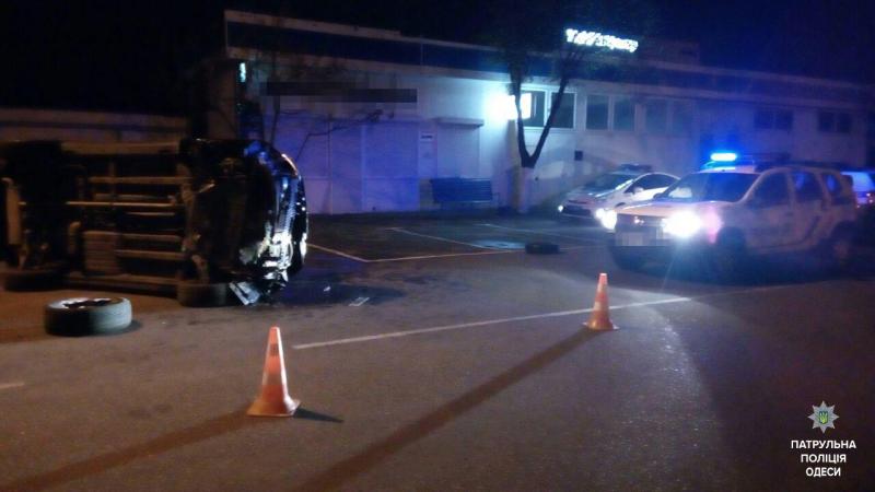 В Одессе пьяный водитель перевернул авто (Фото)