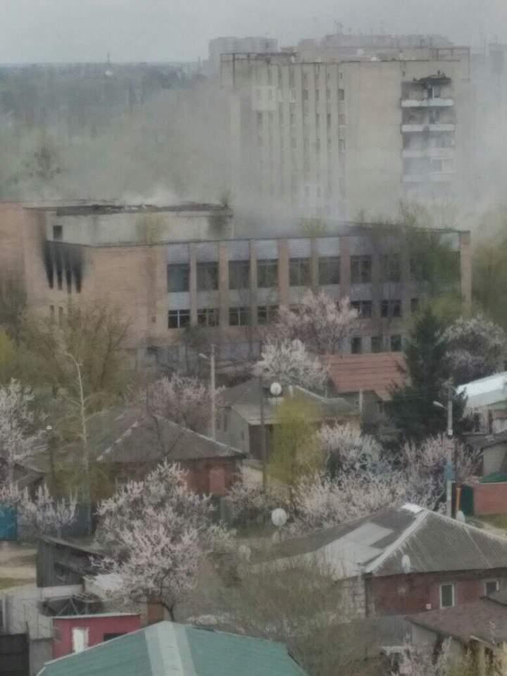 В Харькове сгорело здание заброшенной пекарни (фото)