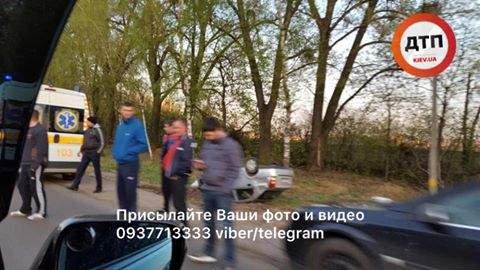 В Киеве перед Кольцевой дорогой произошло ДТП с опрокидыванием (фото)