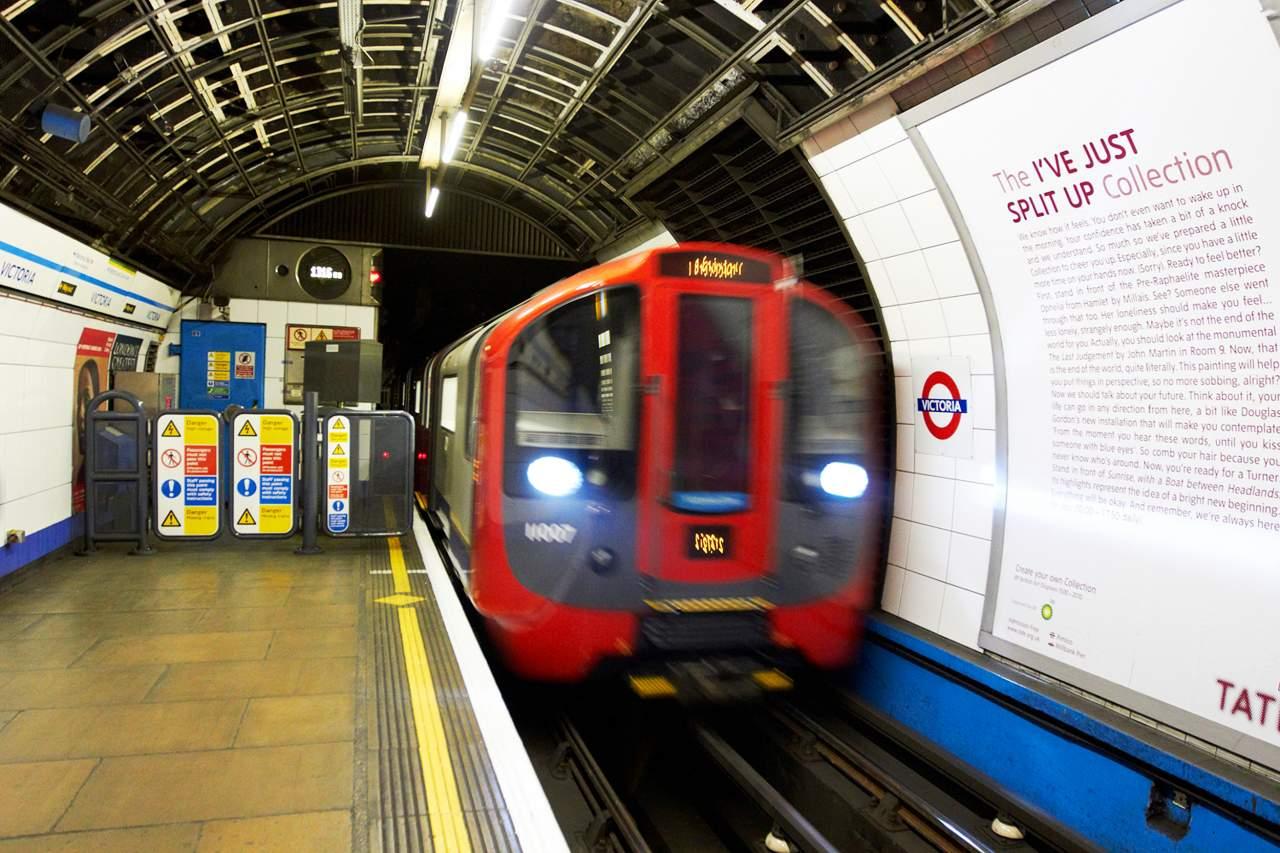 В Лондоне несколько станций метро приостановили работу из-за запаха тостов