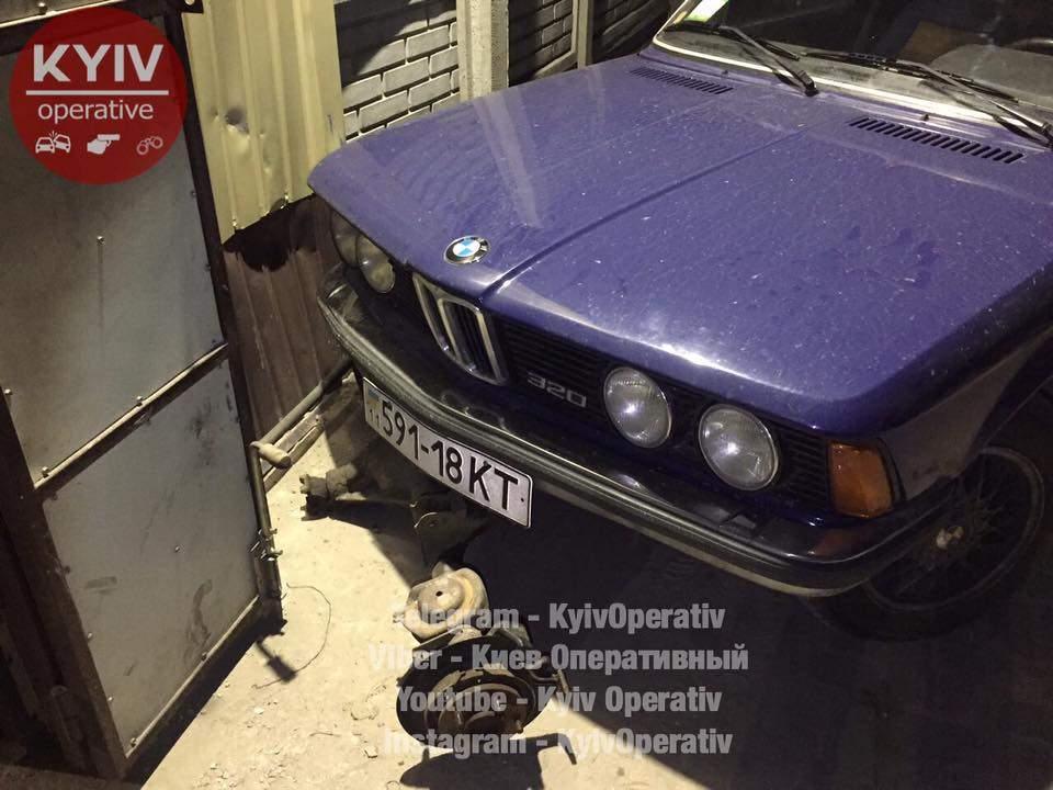 В Киеве пьяный автоугонщик-неудачник умудрился  разбить 4 машины (Видео, Фото)