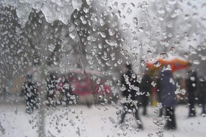 В Украине из-за погодной аномалии полторы сотни населённых пунктов остались без света