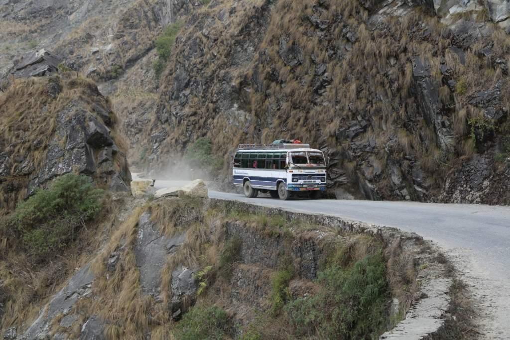 В Индии автобус сорвался с 200 метровой высоты, более 40 погибших