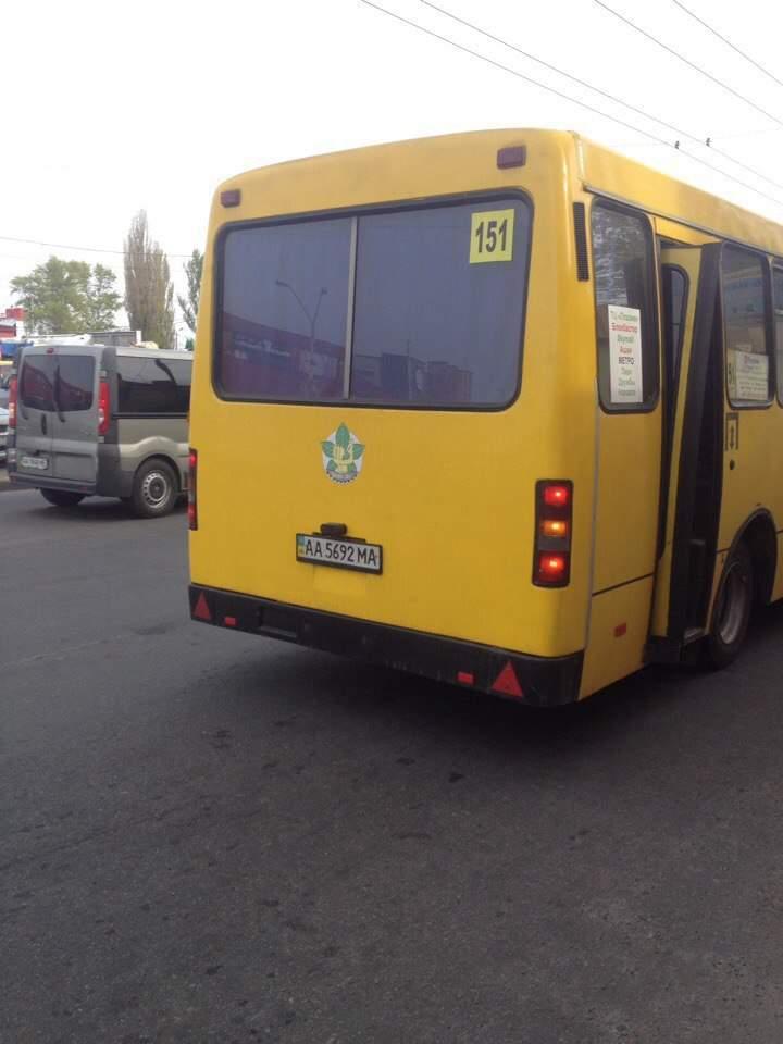 В Киеве водитель маршрутки выдворил пенсионерку из транспорта из-за новых чехлов на сиденьях (фото)