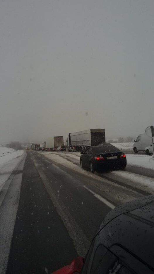 Арктический циклон в Украине: на Киевщине пробки в 10 км, в Одессе - снежный шторм (фото)