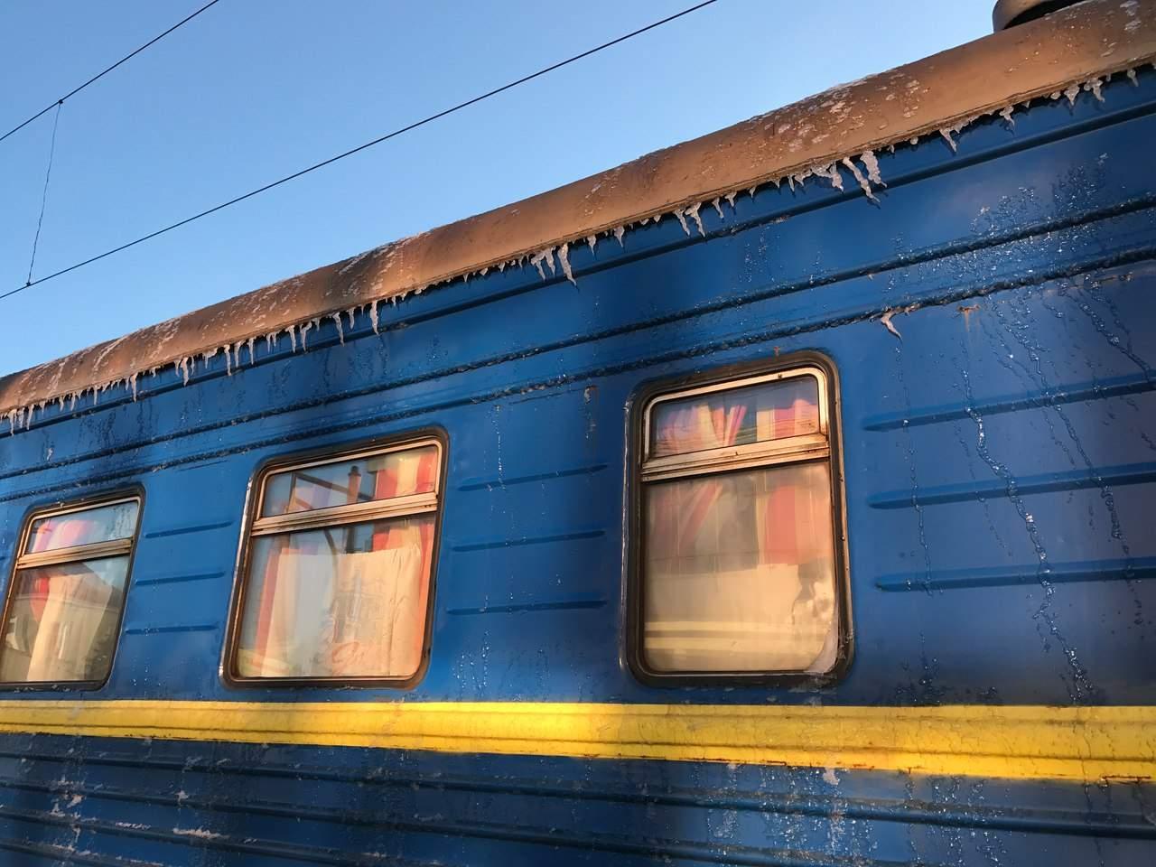 Поезд «Одесса-Ужгород» привёз зиму в Тернополь (фото)