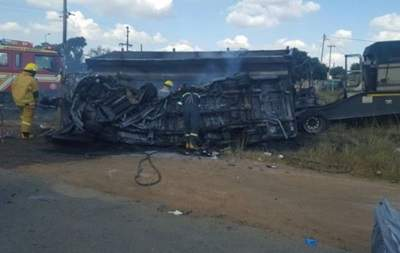 Жуткое ДТП в Африке: школьный автобус столкнулся с грузовиком, погибли 20 детей