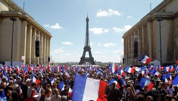 В Париже полиция жестко разогнала протестующих (Видео)