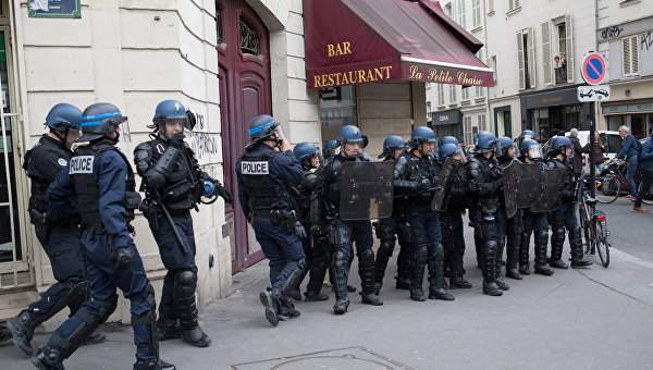 В Париже снова митинги и полиция разгоняет протестующих