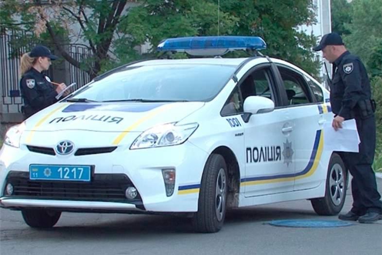 Стражи порядка против женщин: в Кременчуге патрульные толкали и били женщин, мешавших задержанию (видео)