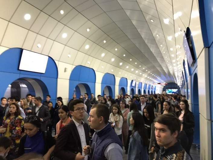 В Казахстане неизвестные сообщили о заминировании столичного метро: в подземке проводят эвакуацию (фото)
