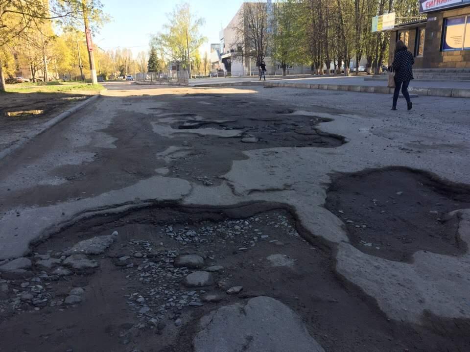 Очередной район Харькова остается без асфальта (фото)