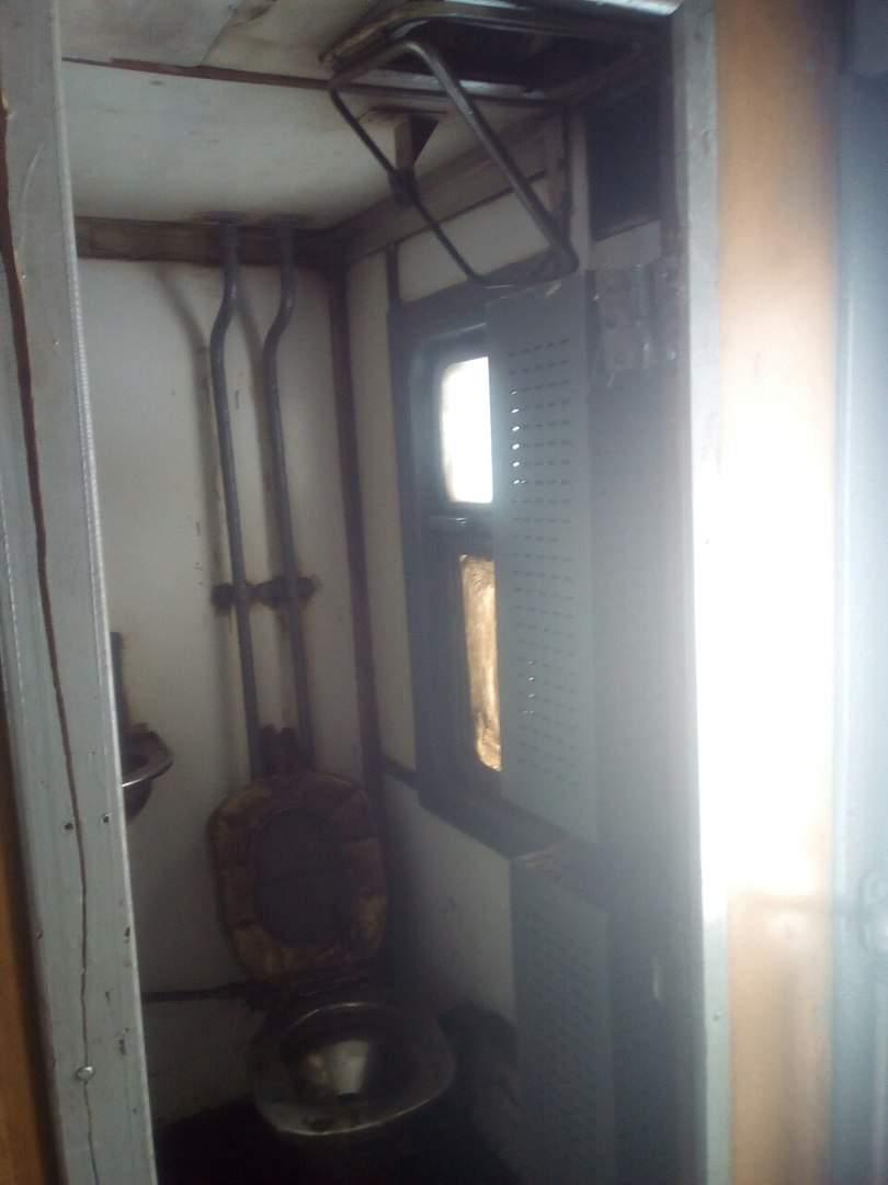 Так выглядит чистилище: санузел в харьковской электричке шокирует «красотой» (фото)