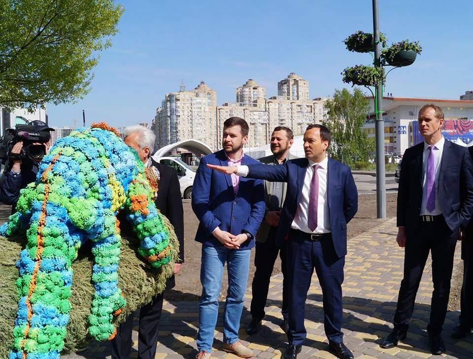 Гостей «Евровидения» в Киеве будет встречать разноцветный  хамелеон (фото)