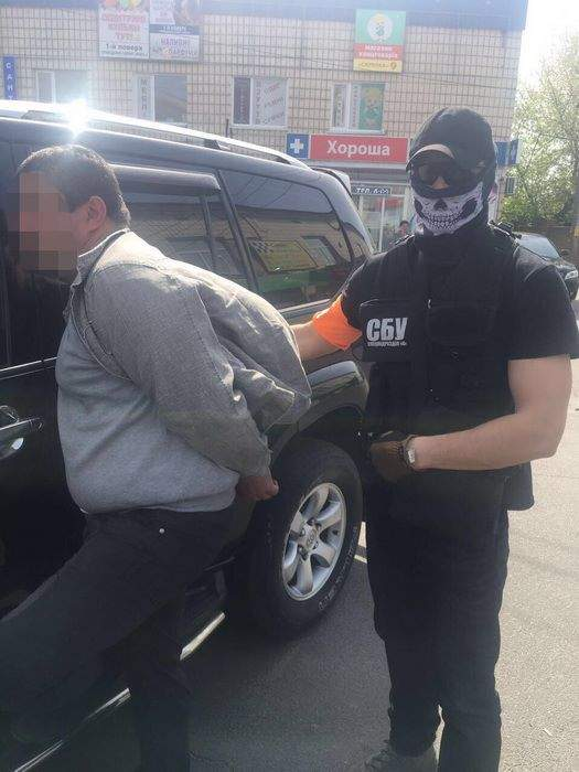 Начальника отдела Государственной исполнительной службы задержали на взятке (фото)