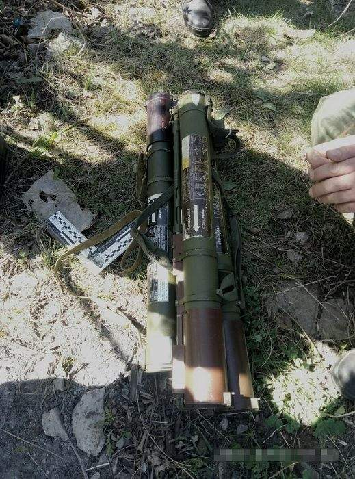 В Краматорске возле автодороги обнаружили схрон с оружием  (фото)