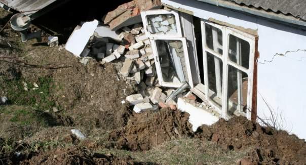 В Киргизстане оползень накрыл 11 домов