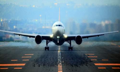 В США пилот самолета сумел посадить судно без шасси (Видео)