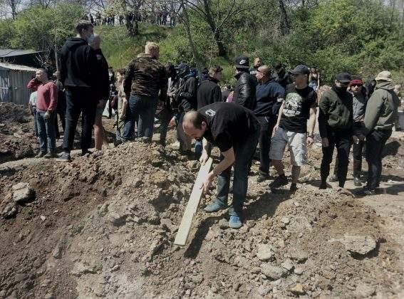 С битами, стульями и палками: в районе пляжа «Отрада» в Одессе  кипит противостояние  активистов с правоохранителями (видео)