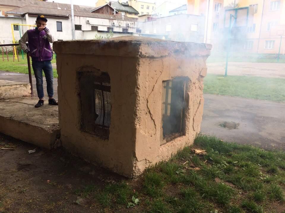 Во Львове неизвестные специально подпалили мусор  (Видео, фото)