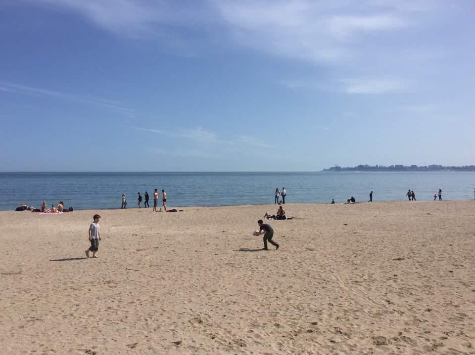 Одесситы уже открыли пляжный сезон и во всю жарят шашлыки (Фото)