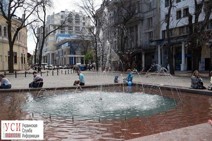 Весна, переходящая в лето: в Одессе включили все фонтаны (фото)