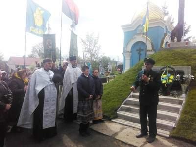 На Волыни городские власти проигнорировали освящение памятника героям Небесной Сотни (фото)