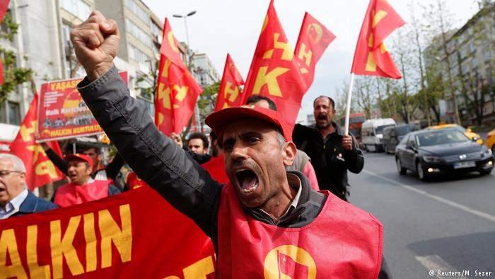 Первомай в Стамбуле: мирная демонстрация переросла в массовые стычки с полицией (фото, видео)