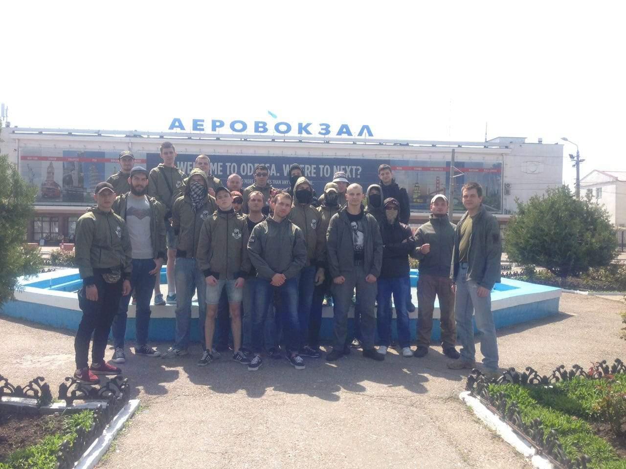 В Одессе праворадикалы  приехали в аэропорт «встречать» депутата от Оппоблока (видео)