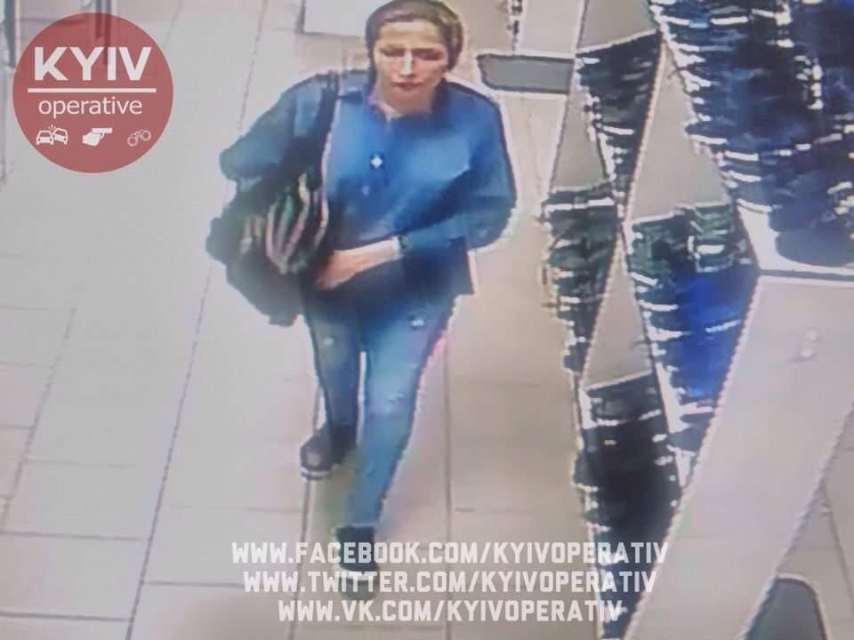 В столичном магазине из коляски вытянули кошелек. Ведутся поиски злоумышленницы (фото)