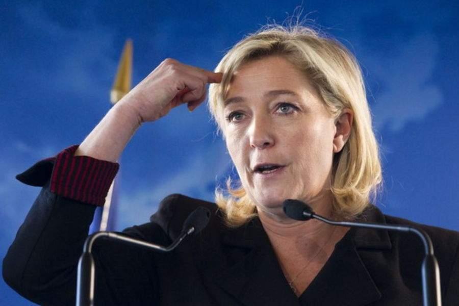 Французская демократия: кандидата в президенты Ле Пен забросали яйцами (видео)
