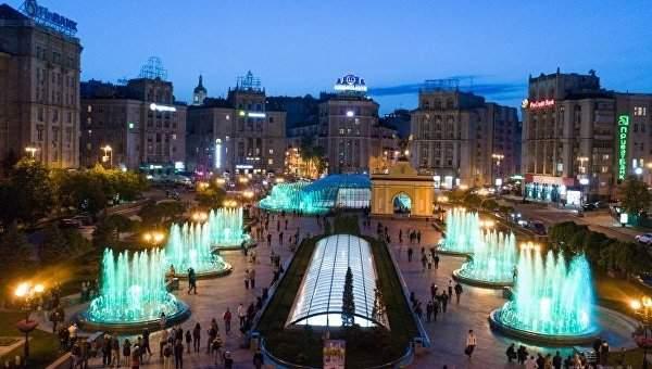 Киевские фонтаны танцуют под хит ACDC