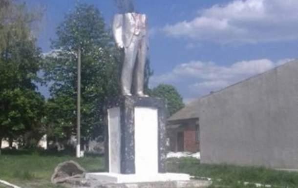 На Одесчине неизвестные вандалы снесли верхнюю часть памятника
