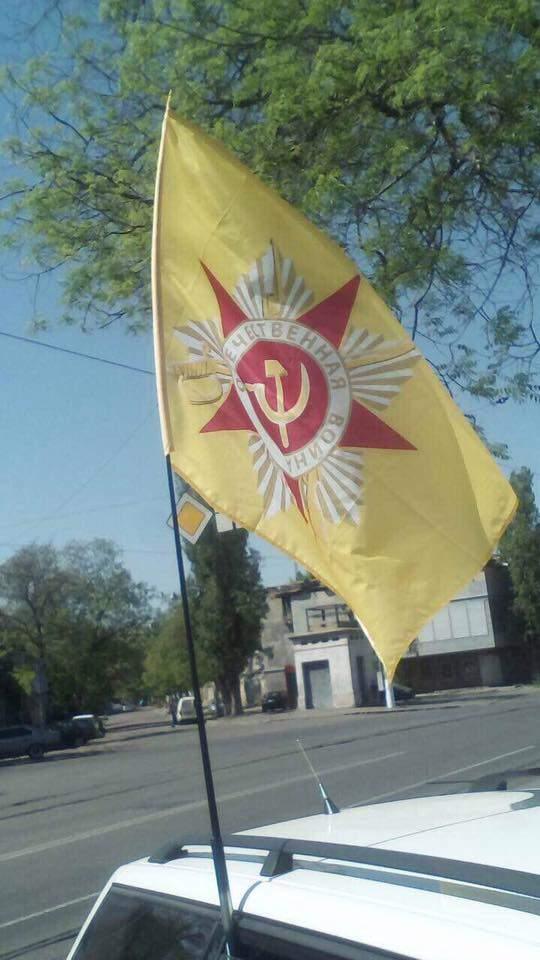 В Одессе задержали два человека с коммунистической символикой (фото)