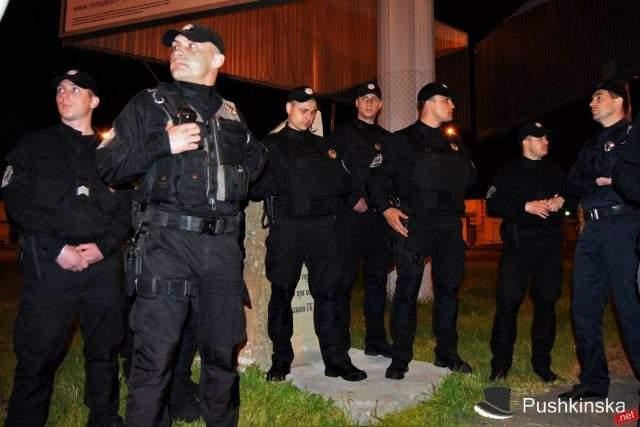 Майдановцы добились сноса памятного знака Жукову в Одессе (Фото)