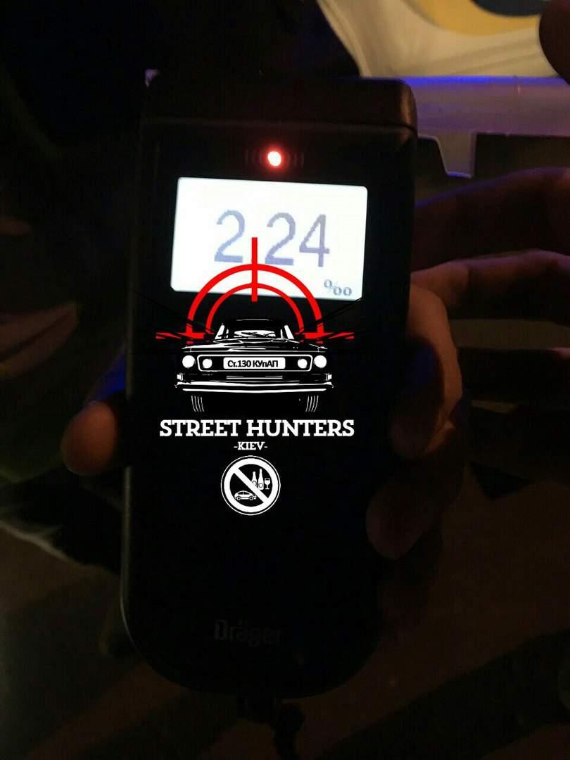 В Киеве street-hunters задержали водителя в состоянии алкогольного опьянения (фото)