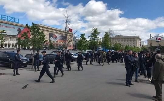 В Харькове заблокировали две станции метро из-за возможного взрыва