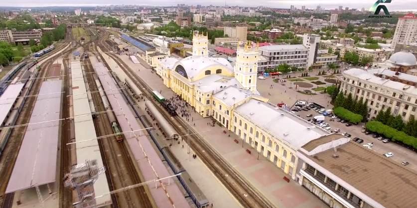 Аэросъёмка ретропоезда на ЮЖД в Харькове в честь 9 Мая (видео)
