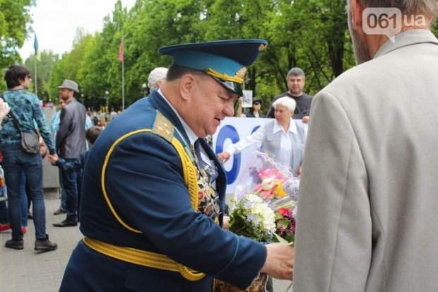 Ноты фальша: в Запорожье бывший депутат выдал себя за ветерана войны (фото)