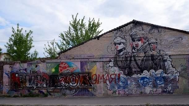 В Харькове вандалы облили краской мурал в память Героям Крут (фото)