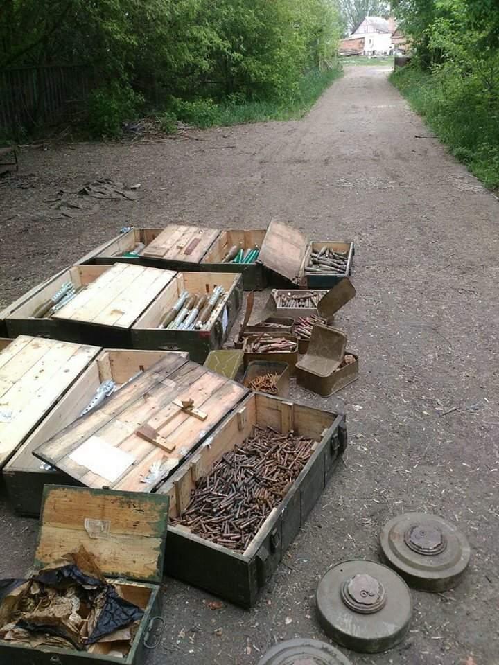Сотрудники СБУ обнаружили схрон боеприпасов в районе АТО (фото)