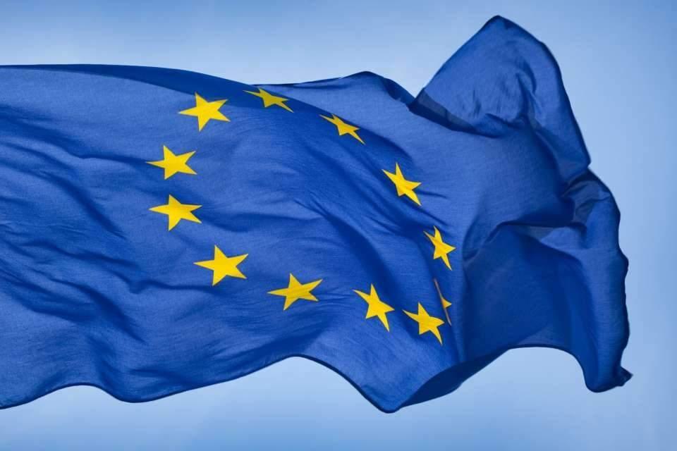Над большинством городов Украины теперь развевается флаг Евросоюза (фото, видео)